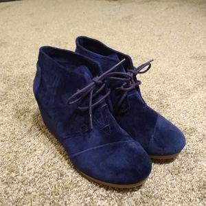 Blue velvet Tom's wedges